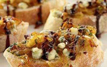balsamic glazed onion crostini
